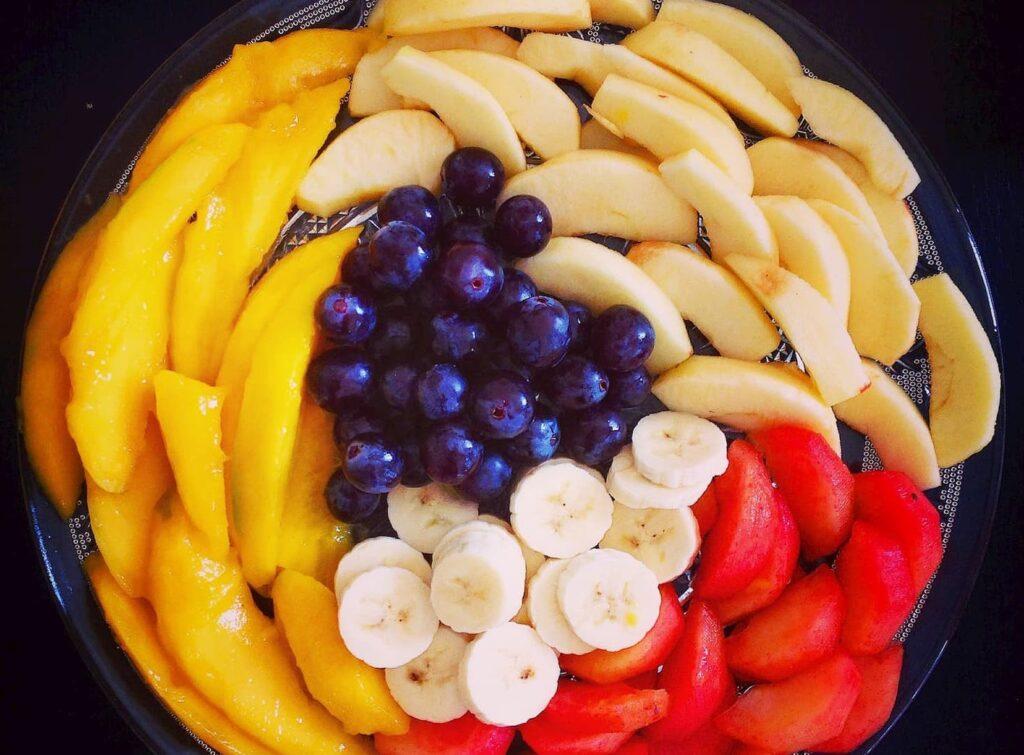 El plátano es un gran complemento de una ensalada.