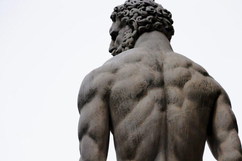 Espalda estatua romana de Hércules.