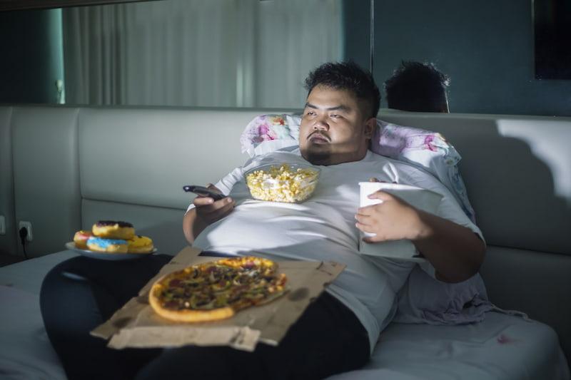 Cenar mucho engorda